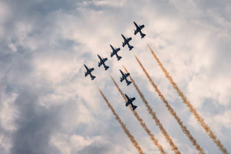 Militaire vliegtuigvorming royalty-vrije stock fotografie