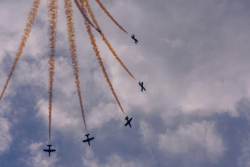 Militaire vliegtuigvorming stock afbeelding