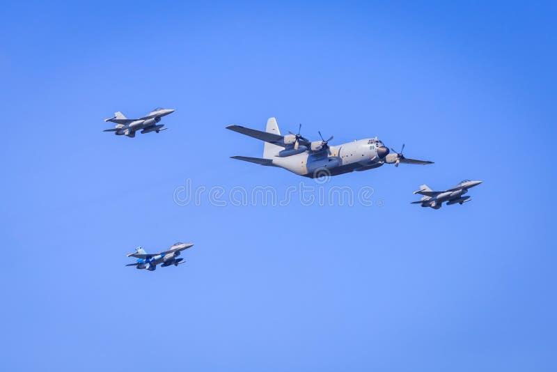 Militaire vliegtuigvorming royalty-vrije stock foto