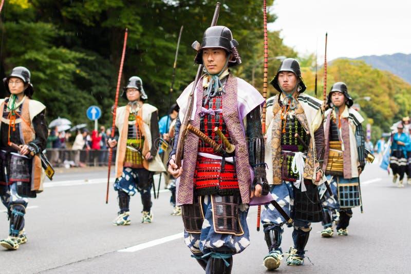 Militairen bij het festival van Jidai Matsuri stock foto