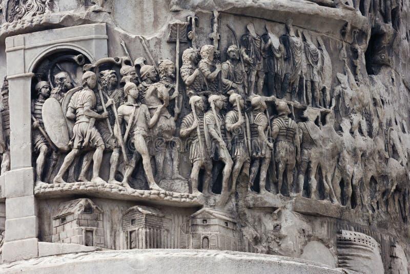 Militairen op Marcus Aurelius-kolom stock afbeelding
