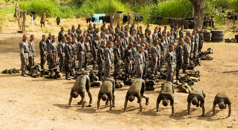 Militairen tijdens opleiding royalty-vrije stock afbeeldingen