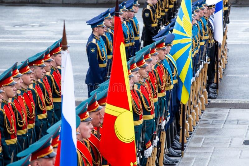 Militairen van de ere presidenti?le wacht van de Russische Federatie royalty-vrije stock foto's