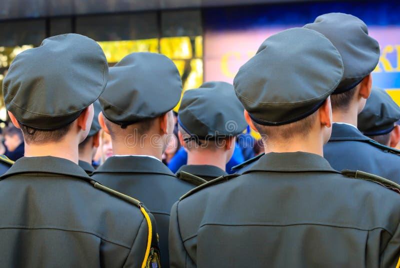 Militairen van het Oekraïense leger tijdens de parade Het leger van de Oekraïne, de strijdkrachten van de Oekraïne, Oekraïense oo royalty-vrije stock afbeeldingen