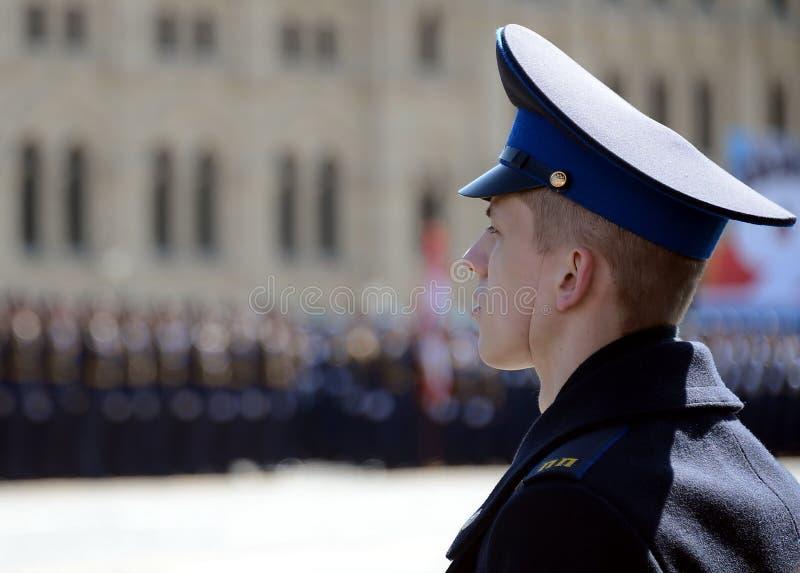 Militairen van het presidentiële regiment bij de paraderepetitie op rood vierkant stock foto