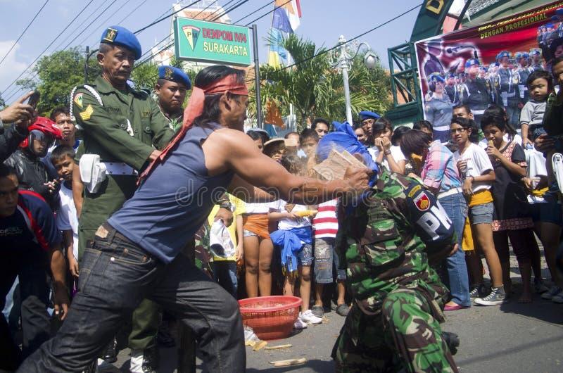 MILITAIRES INDONÉSIENS POUR COMBATTRE DES MENACES EXTÉRIEURES D'ÉTAT ISLAMIQUE photo libre de droits