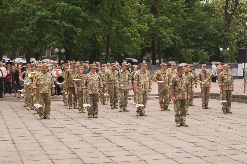 Militares ucranianos en la celebración del día de victoria en la Segunda Guerra Mundial, en Kamianets-Podilskyi el 9 de mayo de 2 fotografía de archivo libre de regalías
