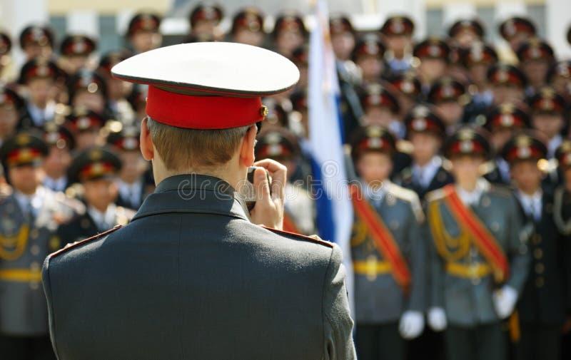 Militari della schioccare-fucilazione dell'ufficiale fotografie stock