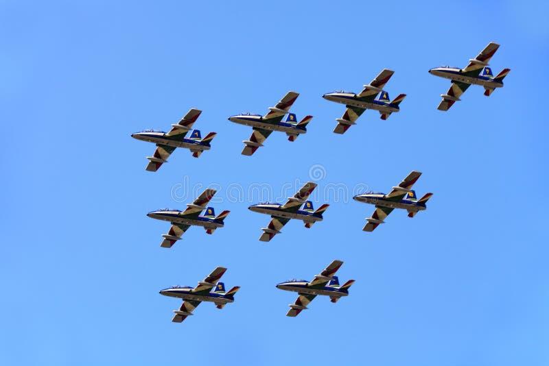 Militarna baza powietrzna Cameri Włoski akrobatyczny drużynowy «Frecce Tricolori «podczas airshow zdjęcia stock