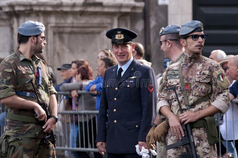 militarna eskorta podczas Włoskiego siły zbrojne dnia zdjęcie royalty free