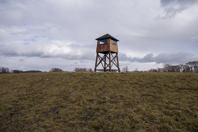 Militarna wie?a obserwacyjna w koncentracyjnym obozie obrazy stock