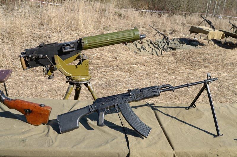 Militarne bronie dla podpalać zdjęcie stock
