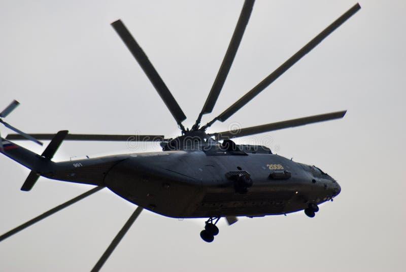 Militarny helikopter przy MAKS Międzynarodowym Kosmicznym salonem fotografia royalty free