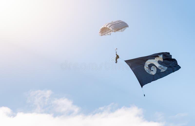 Militarny parachutist z tradycyjnym Tajlandzkim abecadłem liczba dziewięć zdjęcia royalty free