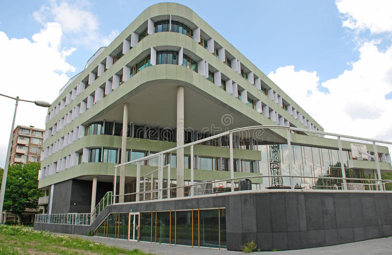 Miljövänlig kontorsbyggnad royaltyfri foto