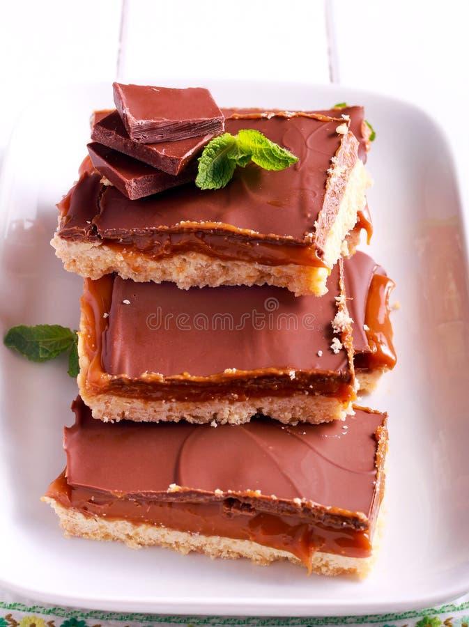 Miljonär`-mördegskaka - karamell- och chokladmördegskakastänger royaltyfria foton