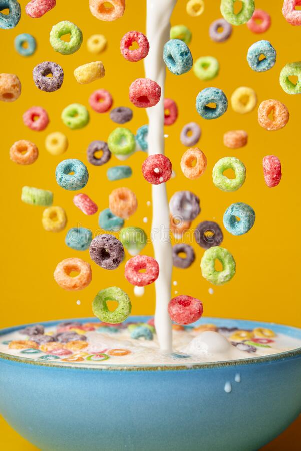 Free Milk And Cereal Poured In A Bowl. Preparing Breakfast, Creative Layout Royalty Free Stock Images - 215108129
