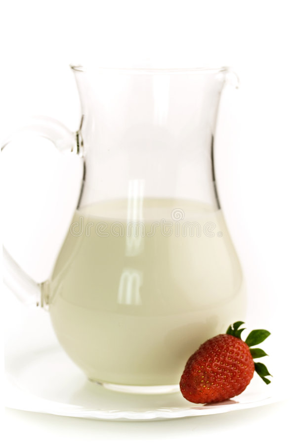 Free Milk And Strawberry Royalty Free Stock Photos - 4905748
