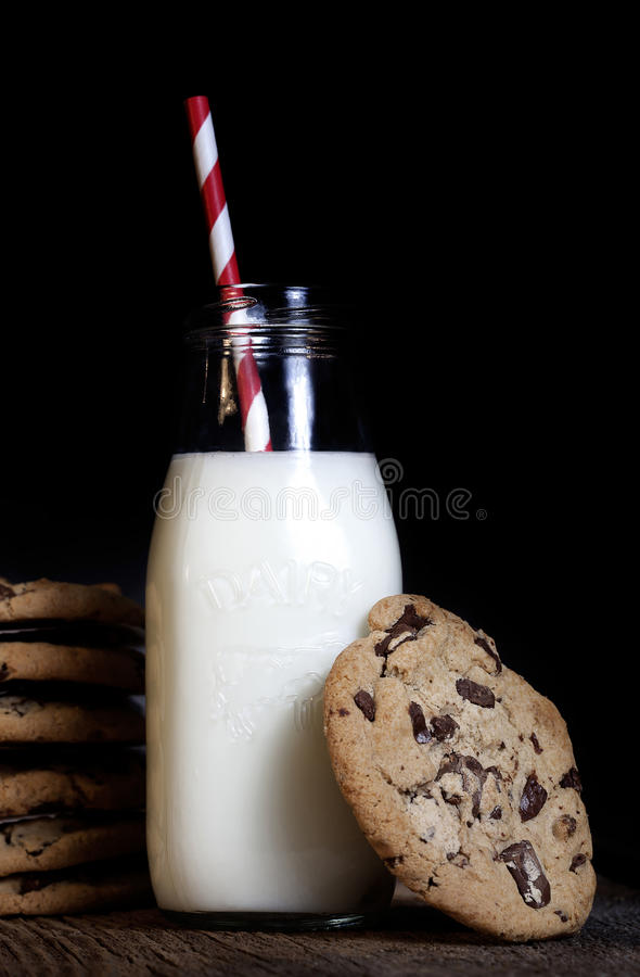 Milk and Chocolate Chip Cookies stock photography