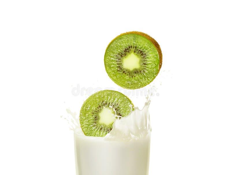 Milk shake em um vidro com quivi fotografia de stock