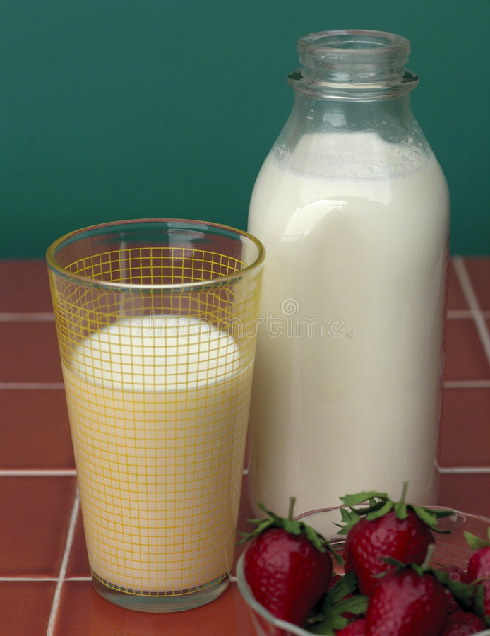 Milk & Strawberrys royalty free stock photography