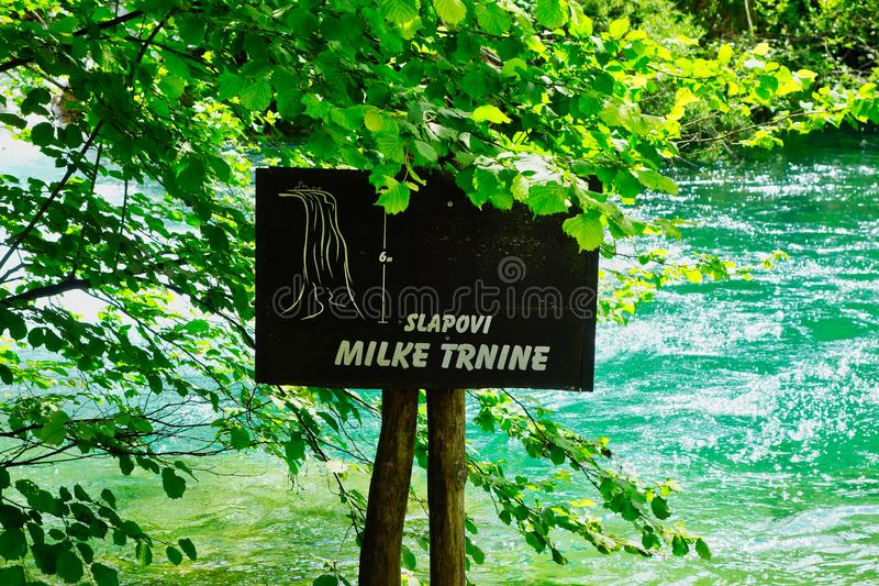 Milka Trnina Waterfalls Sign, lagos Plitvice, Croácia imagens de stock