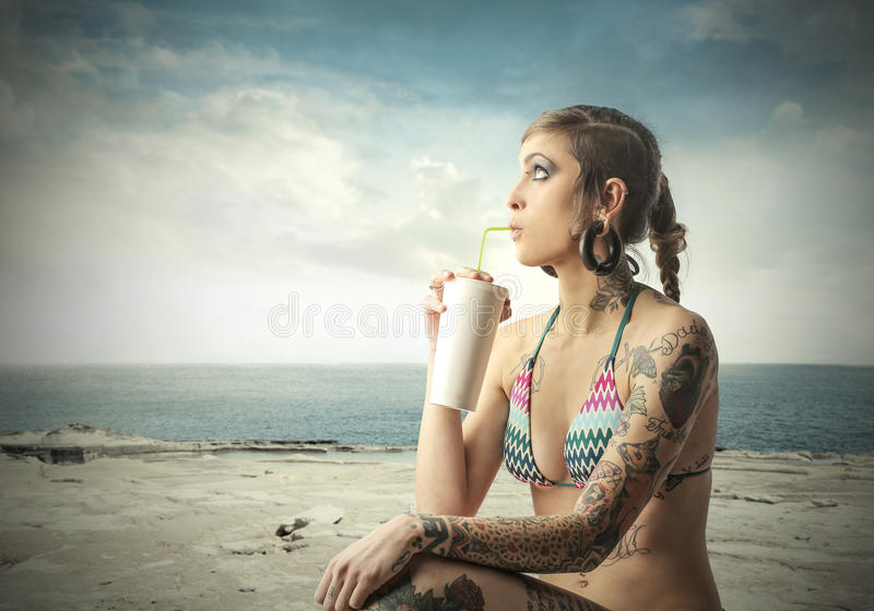 Milkshake στην παραλία στοκ φωτογραφία με δικαίωμα ελεύθερης χρήσης