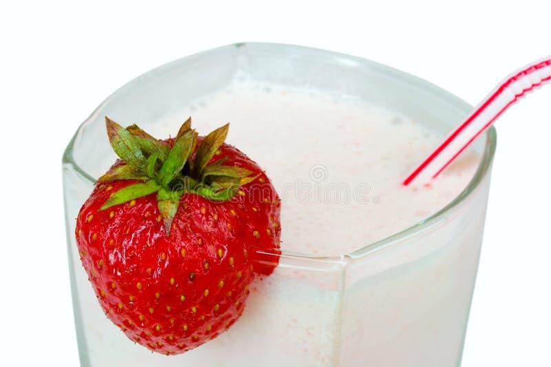 Milkshake da morango do Close-up imagem de stock