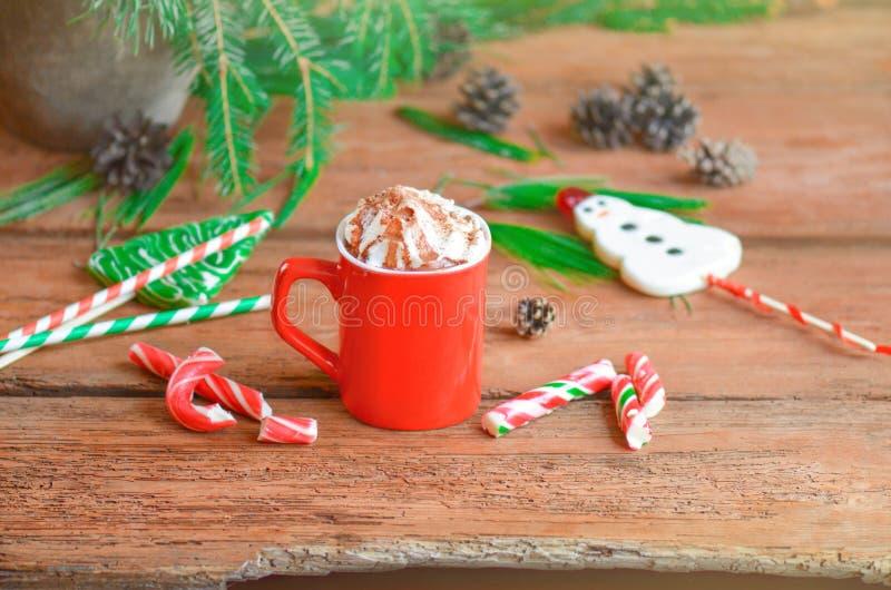Milkshake de chocolat avec la crème fouettée photo stock