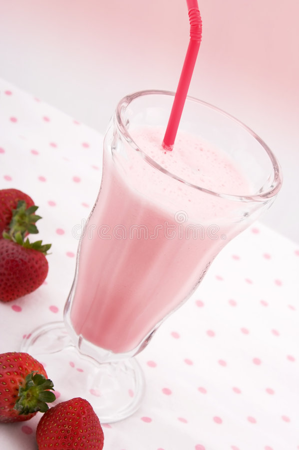 Download Milkshake de la fresa foto de archivo. Imagen de milkshake - 1281790