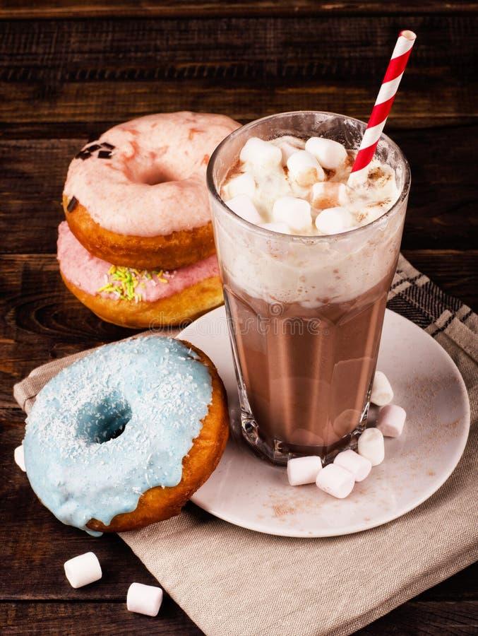 Milkshake en donuts royalty-vrije stock foto's