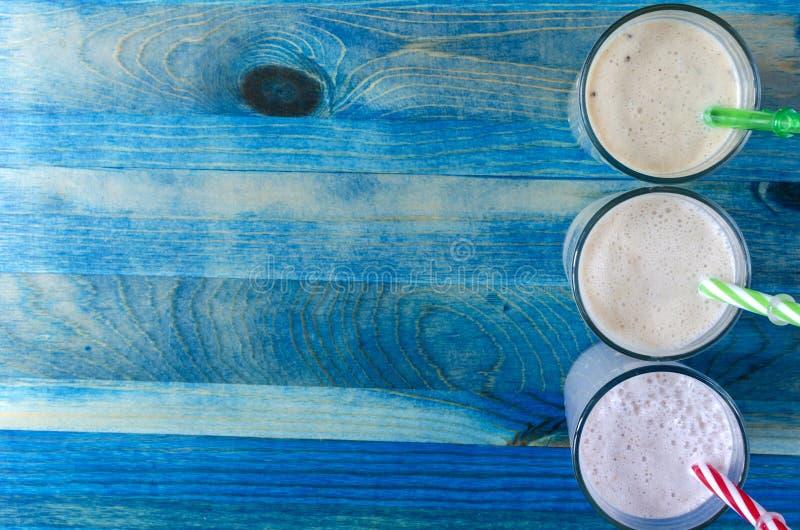 milkshakes плода в прозрачном блюде стоковые фото