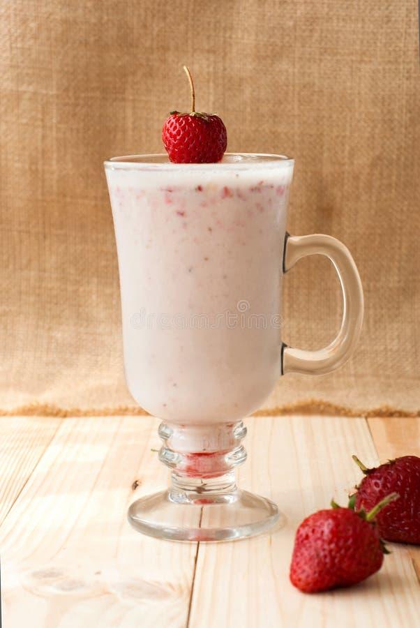 Milkshakes с клубниками стоковое фото