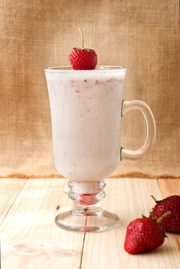Milkshakes с клубниками стоковое изображение