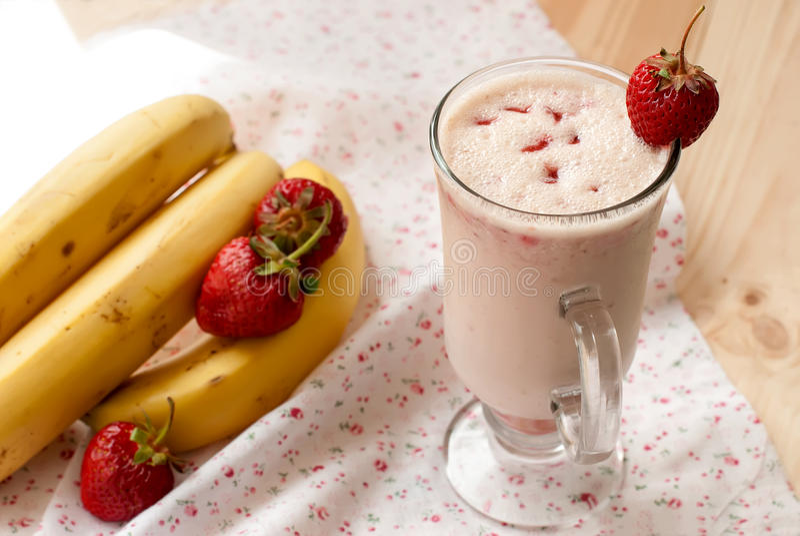 Milkshakes с клубниками стоковые фото