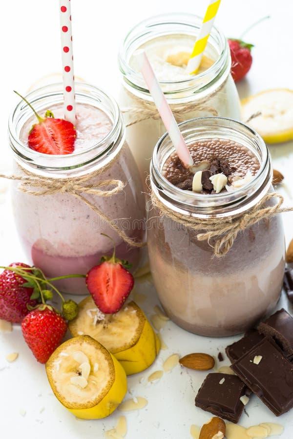 Milkshakes шоколада и клубники банана стоковое изображение rf
