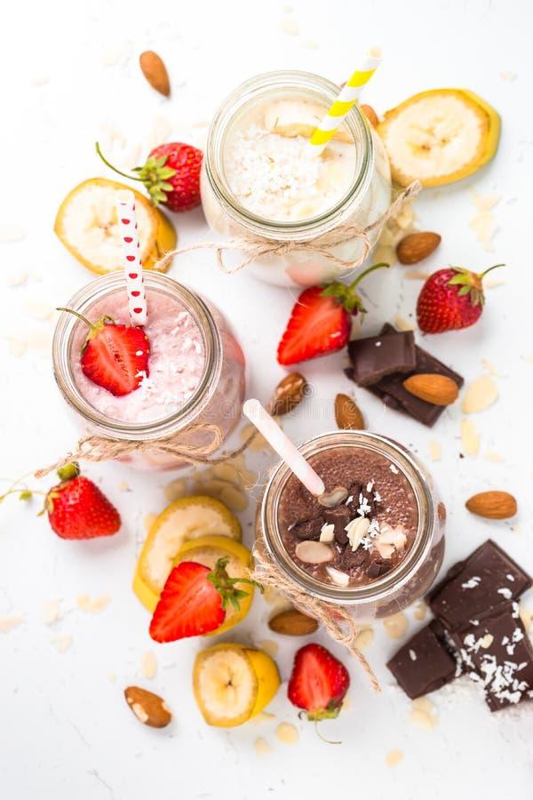 Milkshakes шоколада и клубники банана стоковая фотография rf