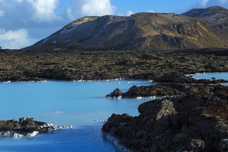 Milky белизна и открытое море лагуны геотермической ванны голубой внутри стоковые изображения rf