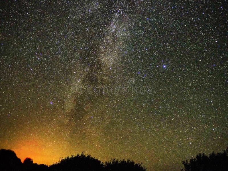 Milky sposób gra główna rolę Cygnus i lira gwiazdozbiór obserwować obraz stock