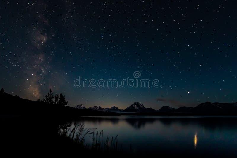 Milky sposób i gwiazdy Nad Tetons pasmem obrazy royalty free