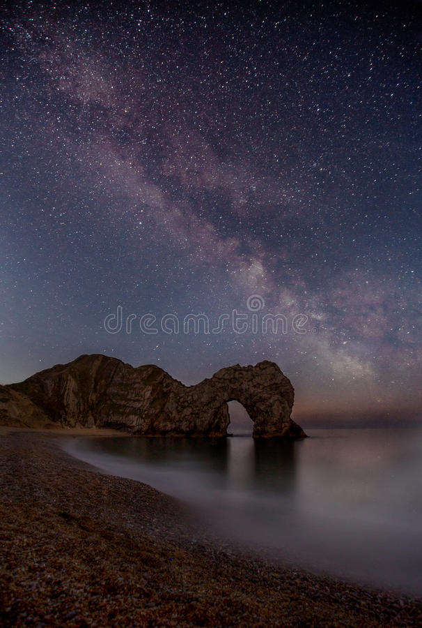 Milky sposób nad Durdle drzwi, Dorset obrazy royalty free