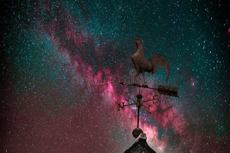 Milky sposób, pogodowy vane i gwiazdy, obrazy royalty free