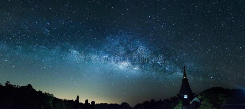 Milky sposób w panorama strzale fotografia royalty free