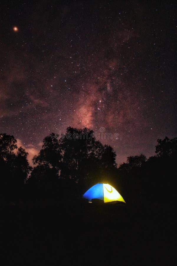 Milky sposób z namiotem zdjęcie royalty free