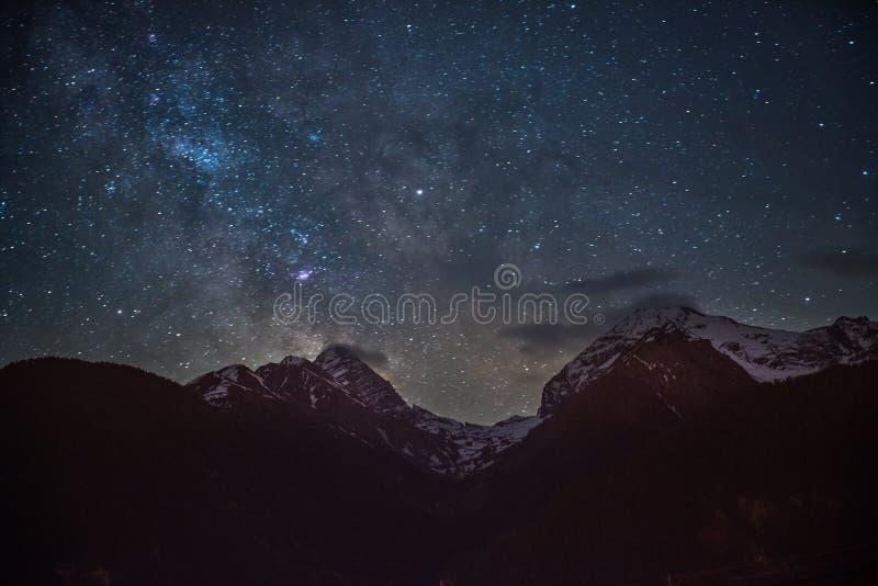 Milkyway над Alvaneu стоковое изображение