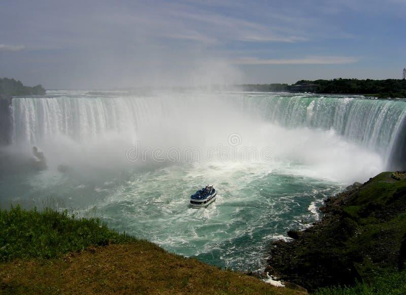 Millón de aguas que caen cúbicas. imagen de archivo libre de regalías