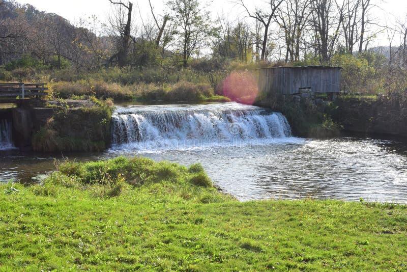 Mill Creek Dam på Hyde's Mill in Ridgeway, Wisconsin royaltyfria foton