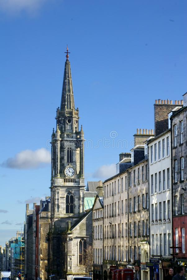Milla real y el chapitel en el eje en ciudad vieja en Edimburgo foto de archivo libre de regalías