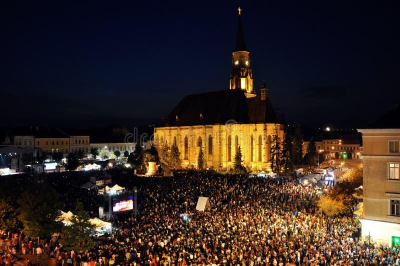 Millares de gente durante una ópera rock viva fotos de archivo libres de regalías