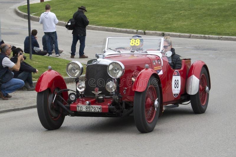 1000 millas, Aston Martin Le Mans (1933), soldado enrollado en el ejército de GROSSI foto de archivo